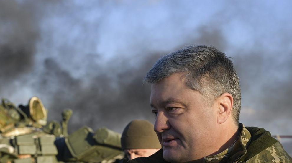 Обстрелваха бившия украински президент Порошенко с яйца