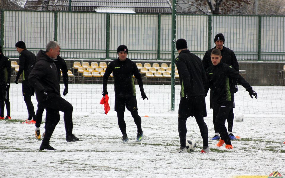 Снежна тренировка за Ботев, Петков пропусна заниманието