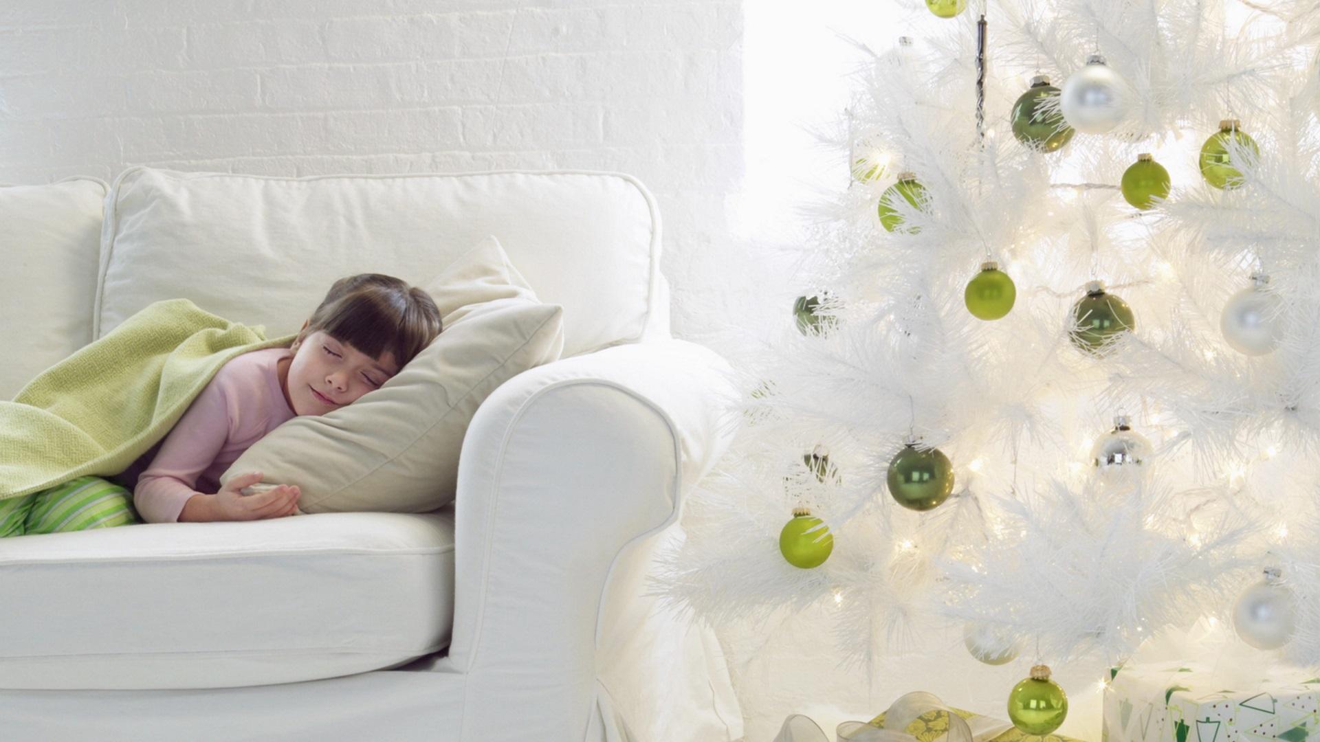 Бели коледни елхи - 6 красиви идеи за декорация (СНИМКИ)