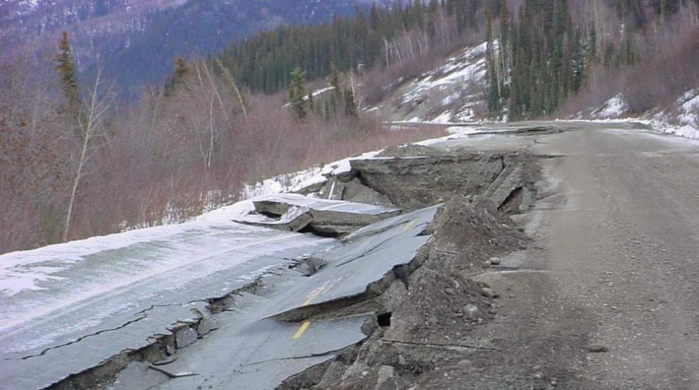 Земетресението в Аляска нанесло щети на инфраструктурата, няма жертви