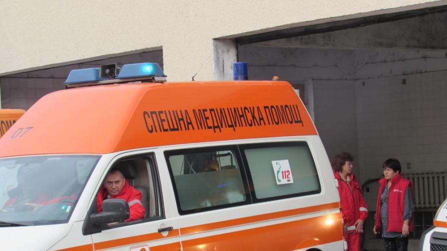 Арогантен шофьор на линейка отказа да премести болна жена