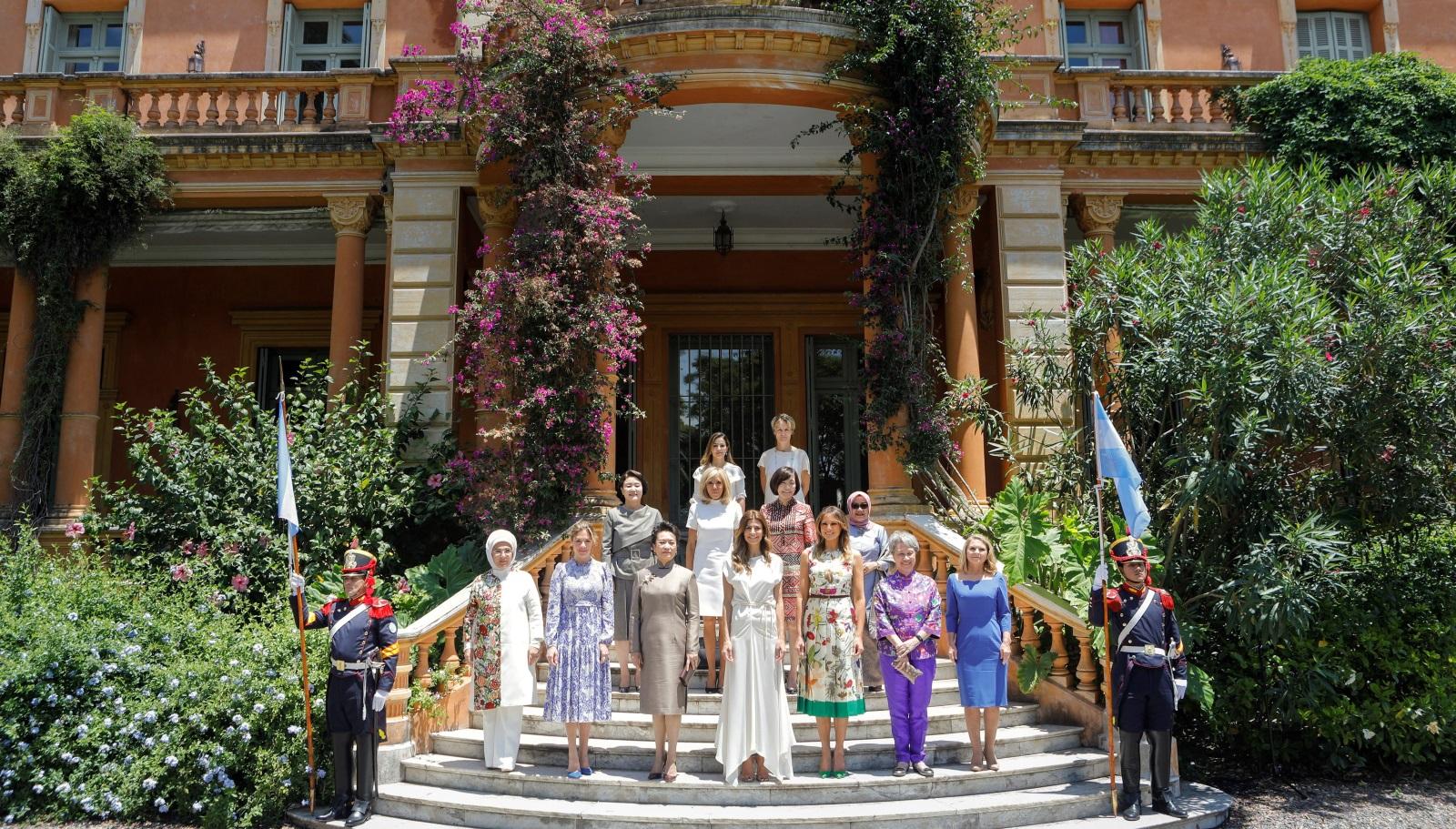 """Първите дами позираха за снимка в градините на музея """"Виля Окампо"""""""