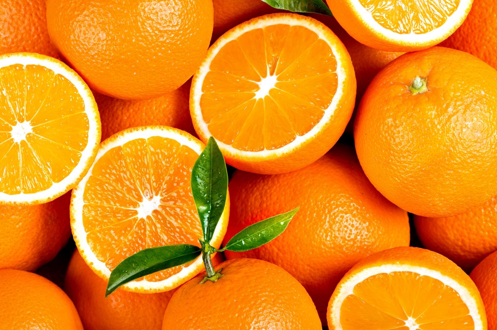 Оранжев цвят<br /> Знак за силна дехидратация или проблеми с черния дроб и жлъчката. По-добре отидете на лекар.