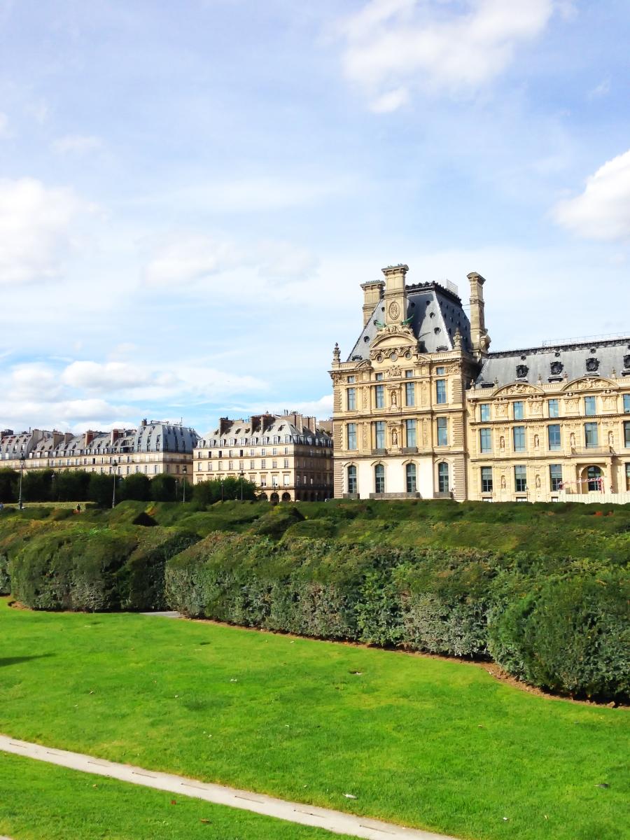Да видите градините на Версай и Лувъра. Сами се досещате, че това е едно от местата, събрали толкова много изкуство на едно място, че трябва да му отделите няколко дни, за да видите всичко.