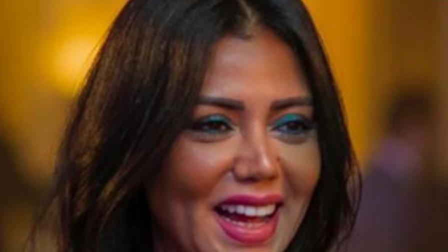 <p>Съдят актриса заради разголената ѝ рокля (СНИМКИ)</p>