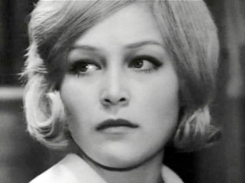 Евгения Ветлова е родена 1948 година, тя участва в повече от 25 съветски филма, малцина познават името на тази актриса.