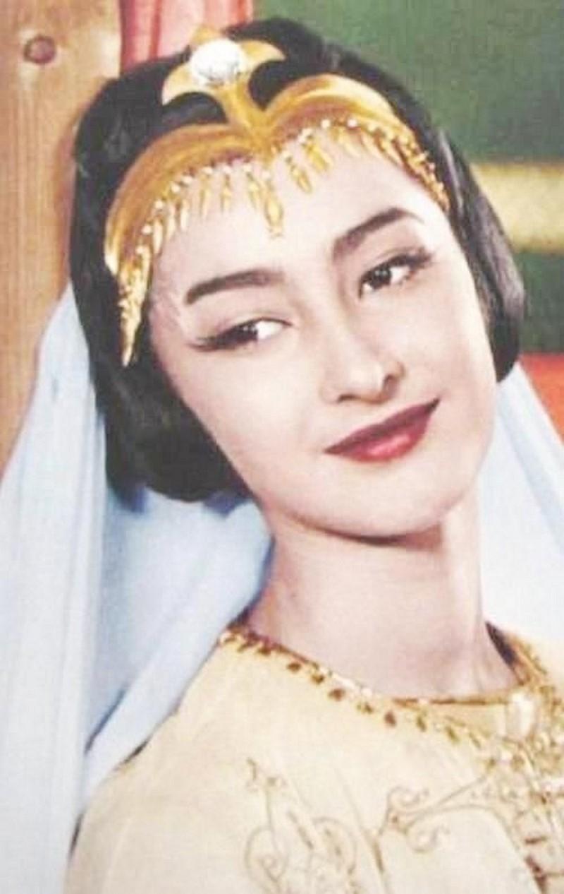 Додо Чоговадзе е родена през 1951 година. Красавицата от Грузия участва в само три филма.