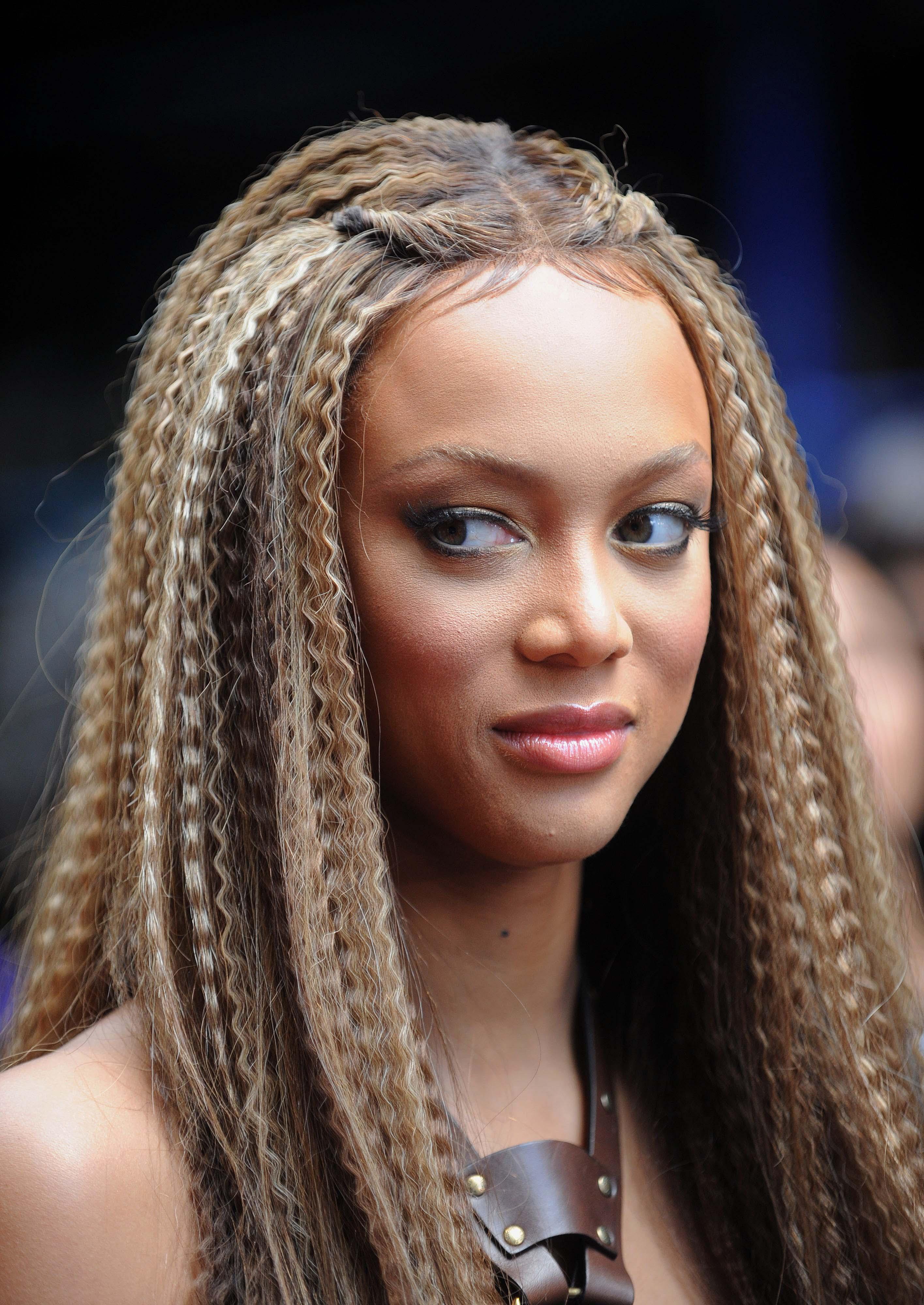 """""""Вафлите"""" в косата. Прическа, която почти всяко момиче обичаше да си прави."""