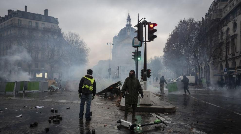 Парижката полиция използва сълзотворен газ срещу протестиращи