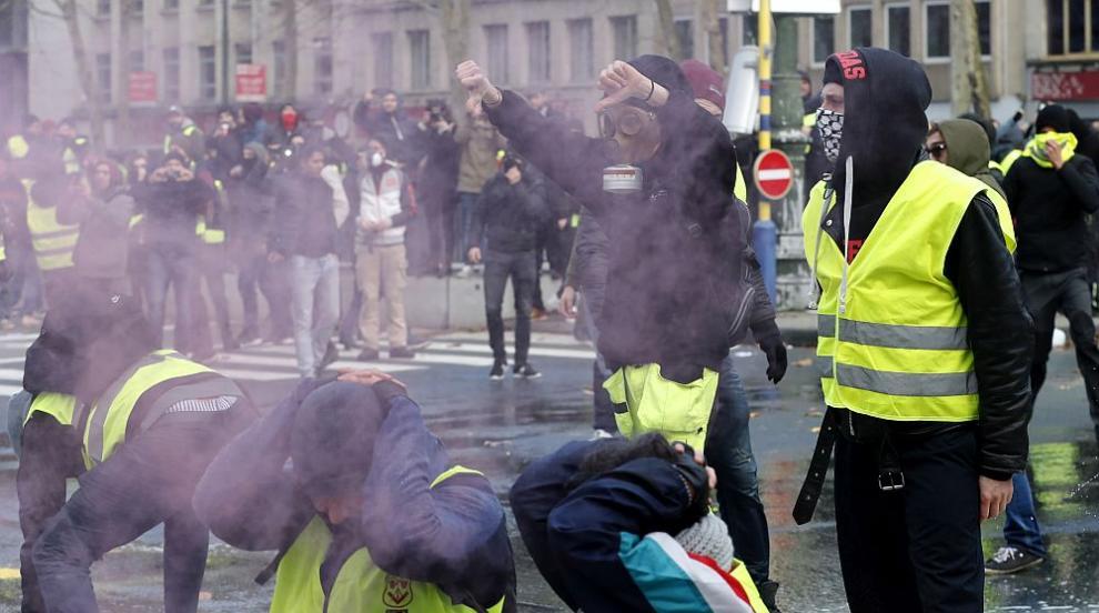 """Напрежение и сблъсъци: Стотици """"жълти жилетки"""" заляха Брюксел"""