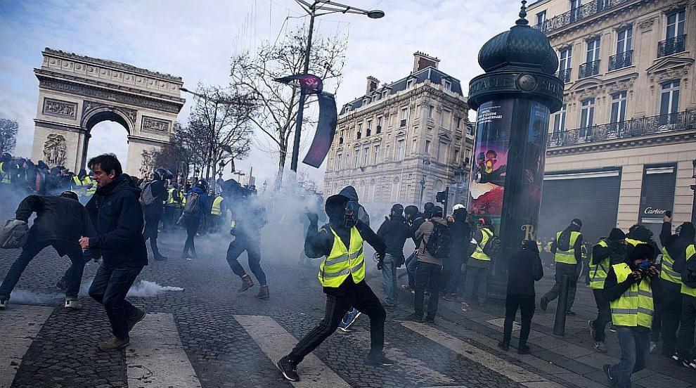Напрежение във Франция: Сблъсъци, арести и блокади по пътищата (СНИМКИ/ВИДЕО)