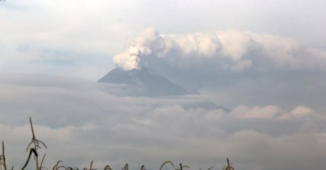Вулканът Попокатепетъл близо до столицата на Мексико изригна, изхвърляйки нажежени