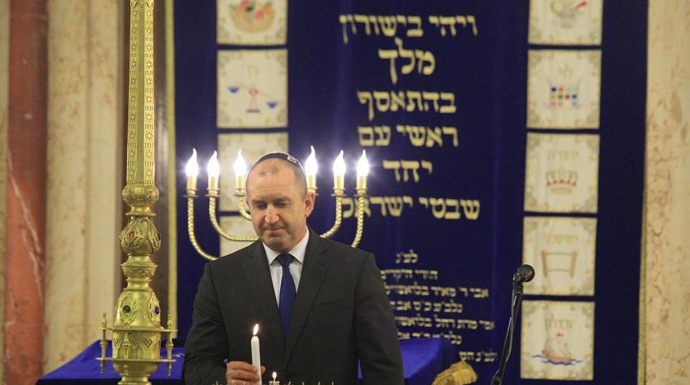 Президентът Румен Радев запали основната свещ за Ханука в Софийската...