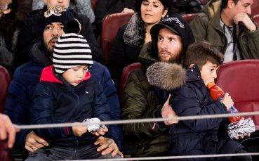Шефът на аржентинския футбол убеждава Меси да се върне в националния