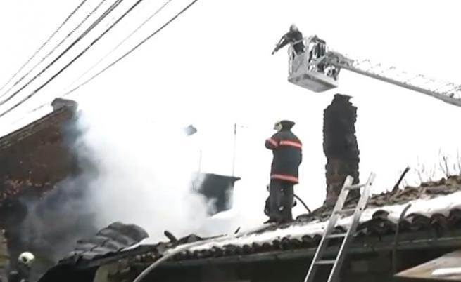 Пожар унищожи четири къщи във Велико Търново