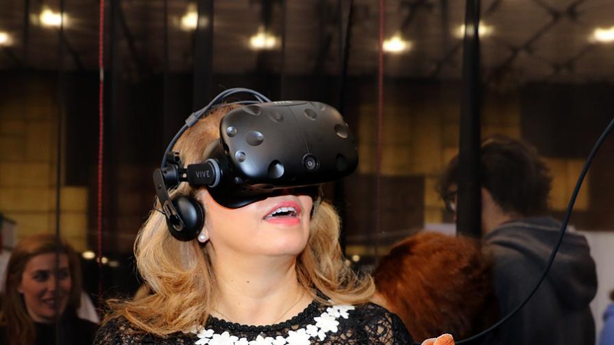 Илияна Йотова се потопи във виртуалната...