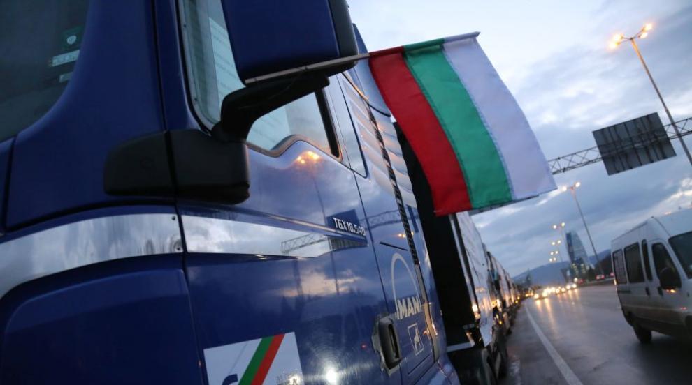 Строители изкараха машини на протест в София (СНИМКИ)