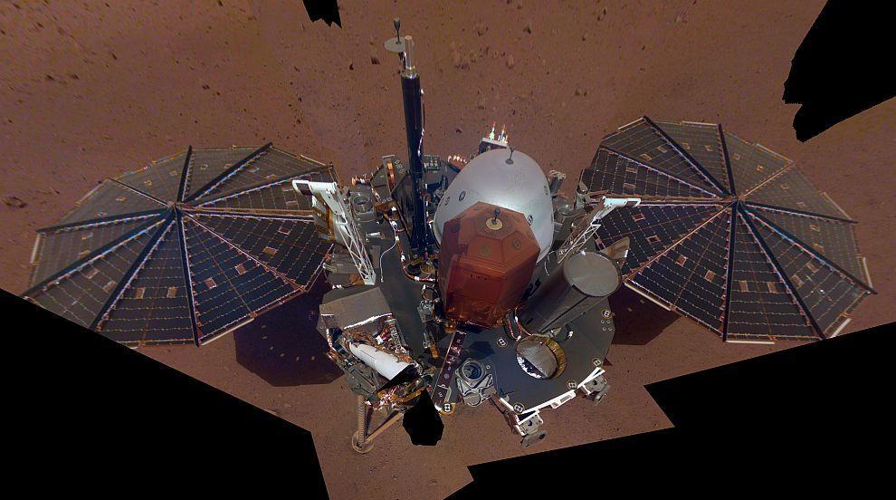 """Космическият апарат """"ИнСайт"""" си направи селфи на Марс (СНИМКА)"""