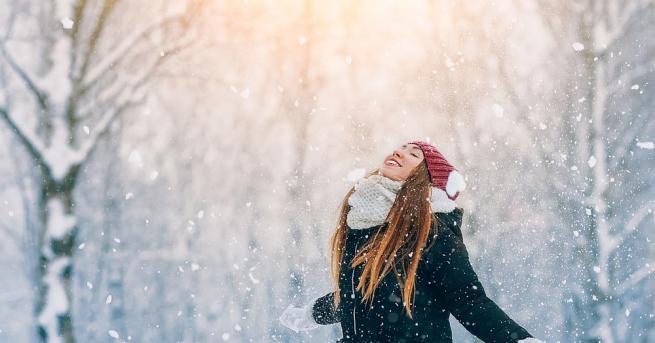 За децата, а и за някои възрастни, снегът е източник