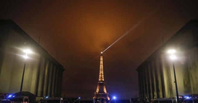 Светлините на Айфеловата кула ще угаснат в полунощ (1 ч.