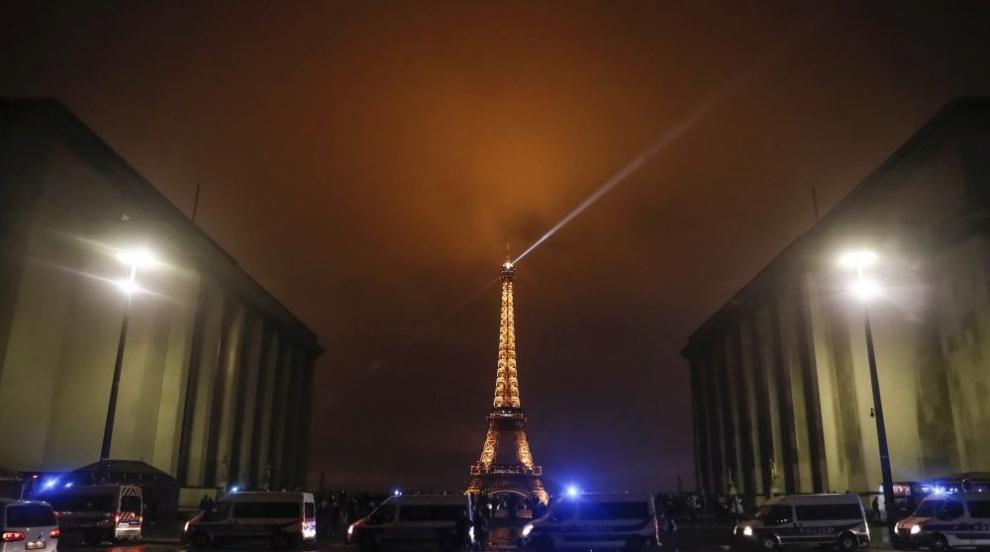 В памет на жертвите в Страсбург: Угасват светлините на Айфеловата кула