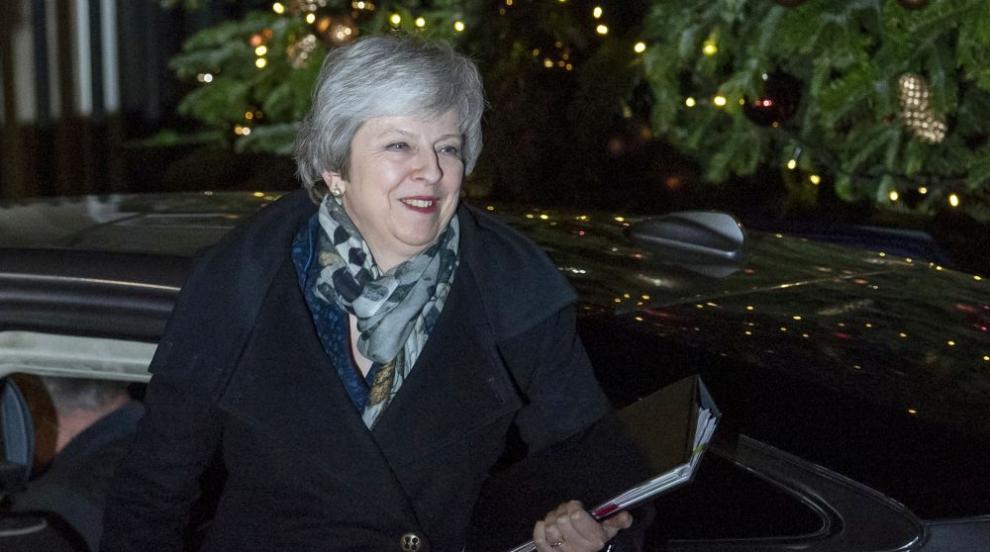 Тереза Мей остава лидер на британските консерватори