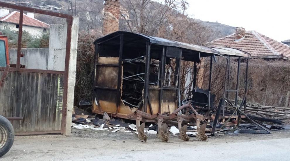 Мъж изгоря във фургон край Сандански (СНИМКИ)