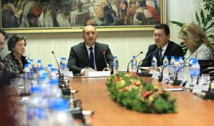 <p>Радев организира дискусия за изборите, ГЕРБ и ВОЛЯ не дойдоха</p>