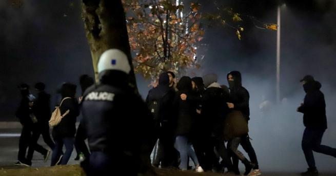 Гръцката полиция използва сълзотворен газ, за да разпръсне антиправителствените демонстранти,