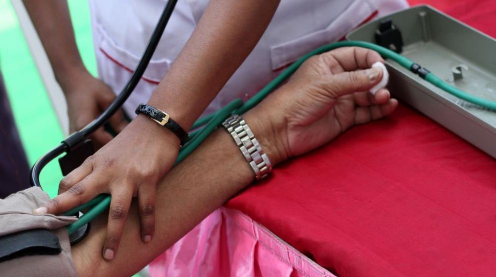 Масово хранително отравяне в индийски храм: 11 починали и над 90 в болница