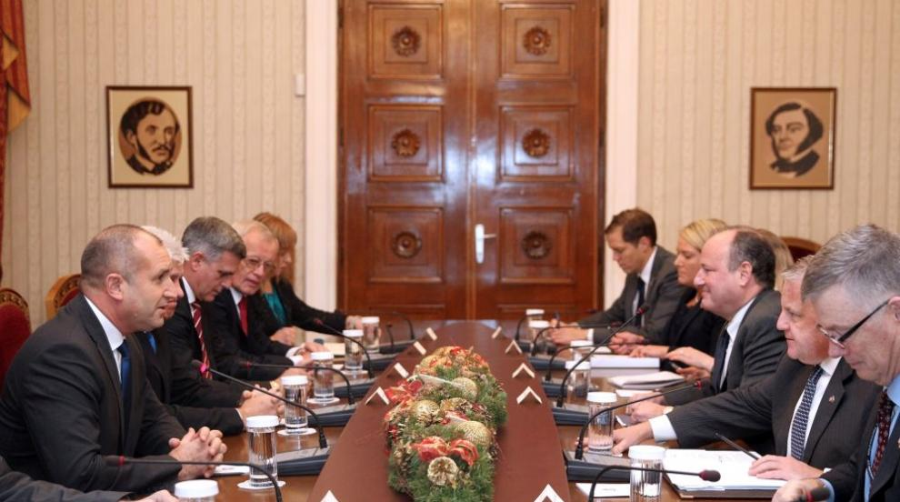 """Президентът Радев разговаря на """"Дондуков"""" 2 с Джон Съливан"""