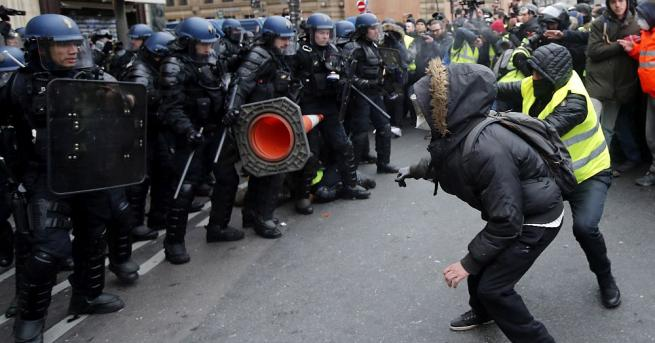 85 души бяха задържани в Париж в петия пореден уикенд