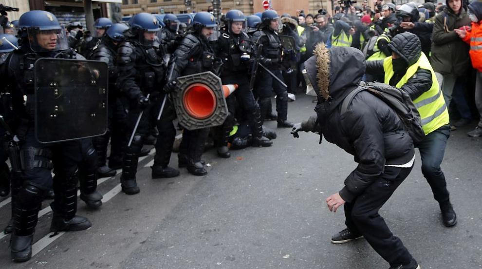 Пети пореден уикенд: Протести, арести и напрежение в Париж (СНИМКИ)