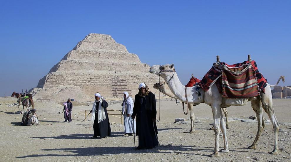 Откриха 40 мумии в древни погребални камери в Египет