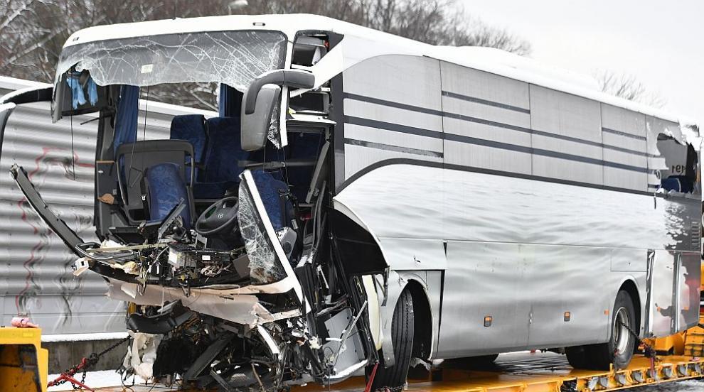 Тежка автобусна катастрофа край Цюрих, има загинал и много ранени (СНИМКИ)