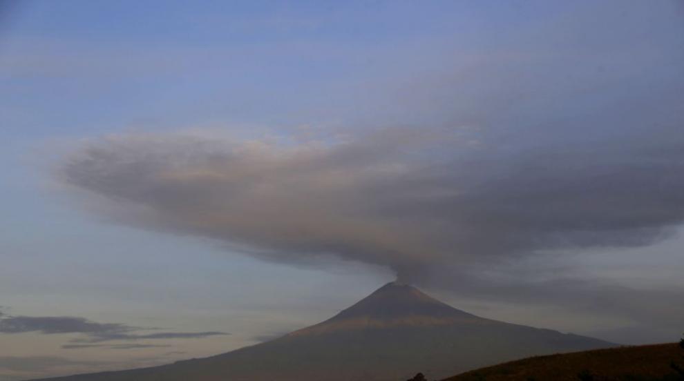 Нови зрелищни изригвания на вулкана Попокатепетъл (ВИДЕО)