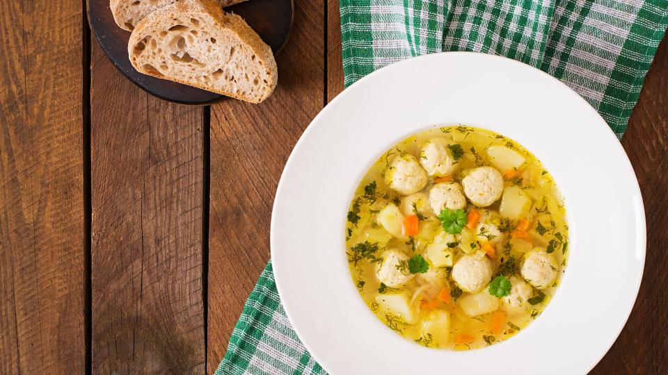 Супа топчета с карфиол