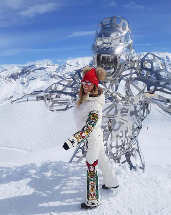 Дни преди коледните и новогодишни празници Зейнеб Маджурова се отдава на едно от любимите си хобита - пътуването. През уикенда тя сподели снимки от планината, облечена в екипировка за ски.