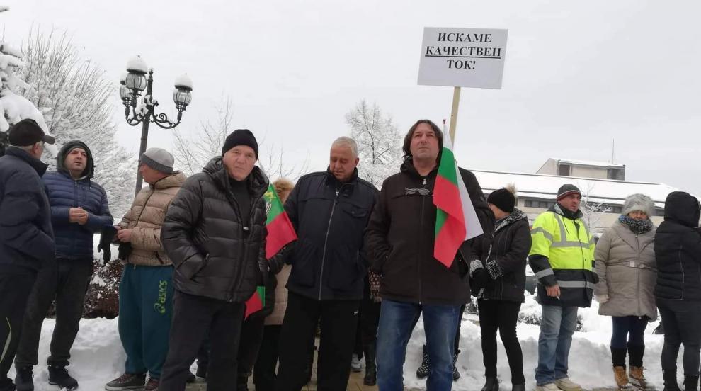 Спря токът по време на протест срещу ЧЕЗ в Сапарева баня