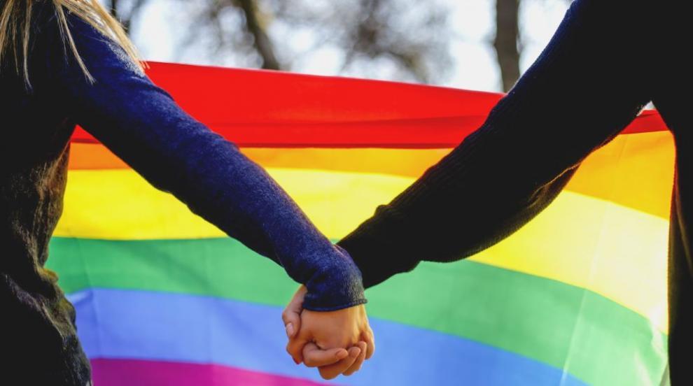 Изпочупиха платна с послания за глухите, ромите и хората с различна сексуална ориентация