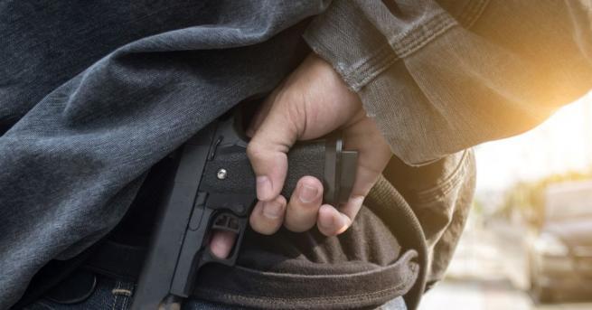 Маскиран и въоръжен мъж е нападнал лекар с пластмасов пистолет,