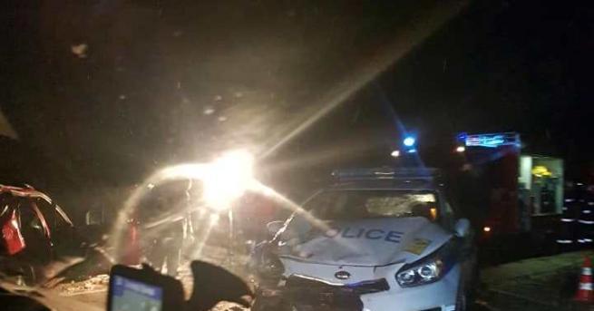 Катастрофа, в която е участвал и полицейски автомобил, е станала