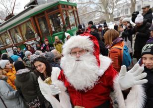 Вчера тръгна коледен ретро трамвай в София