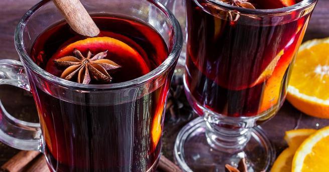 Популярна напитка за коледните празници е ароматното греяно вино. То