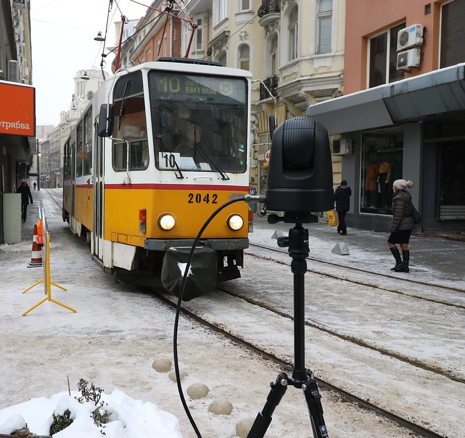 """Трамваите тръгват след 7-месечно прекъсване заради мащабния ремонт на емблематичната столична улица и площад """"Славейков""""."""