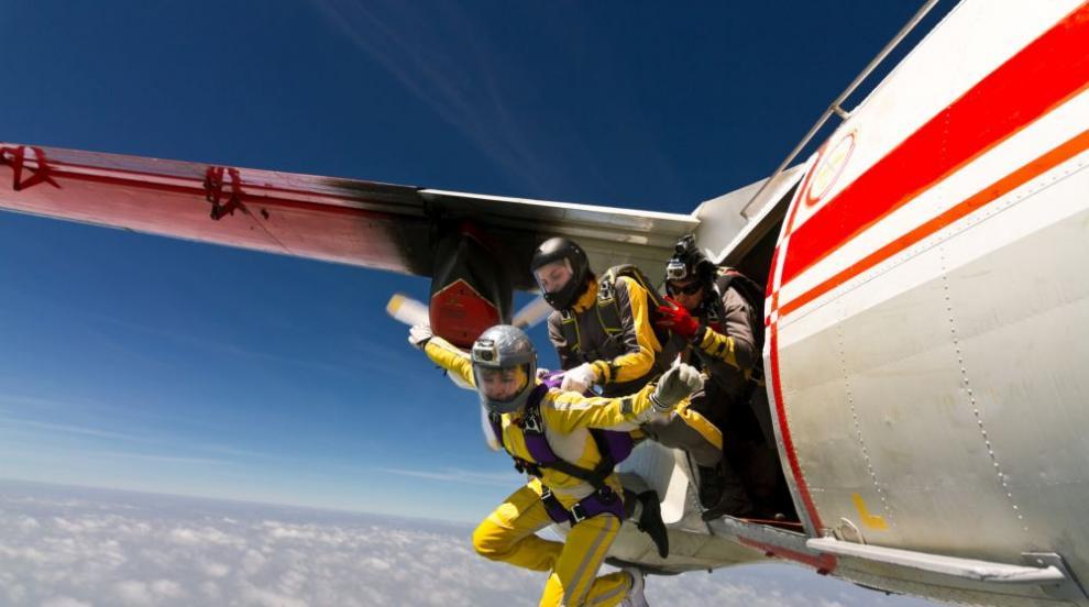 Закъсняло доказателство: Парашутите не спасяват при скок от самолет