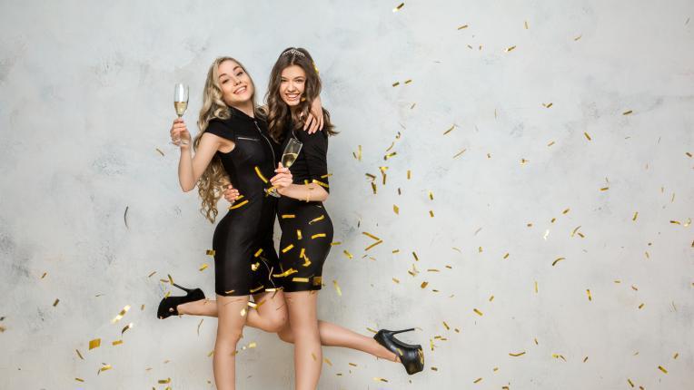 шампанско приятели нова година