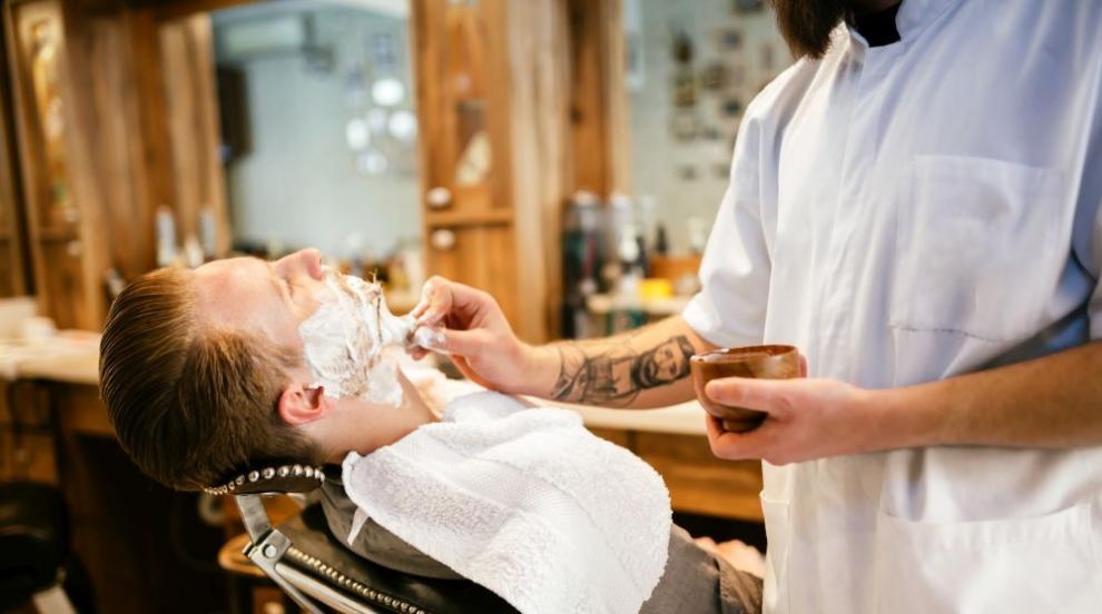 Най-възрастният бръснар в света е на 107 години (СНИМКИ/ВИДЕО)