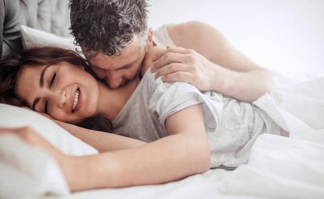 Редовен секс и пари - важни за щастието в семейството