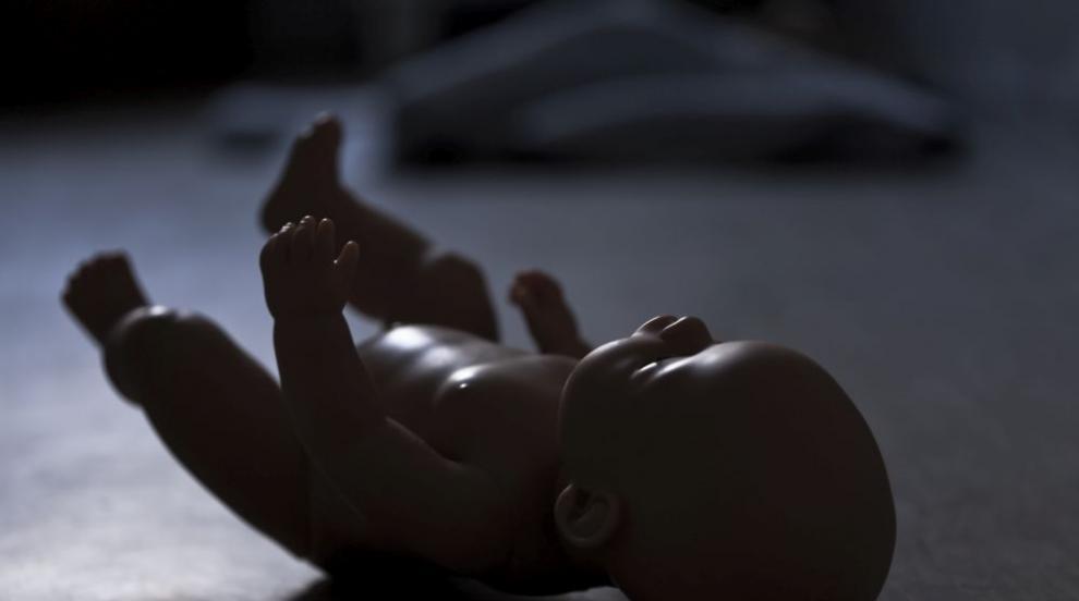 Почина детенцето на жена от Йемен, преборила мигрантския указ на Тръмп
